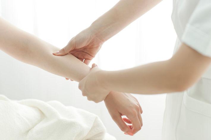 Tọa Cốt Thiên Ma Thống Phong Hoàn trị đau cổ tay